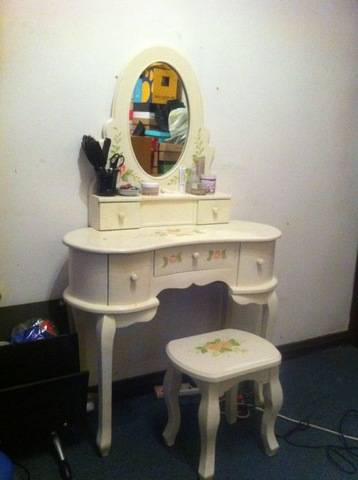 Makeup  Sale on White Makeup Table For Sale In Hong Kong   Adpost Com Classifieds