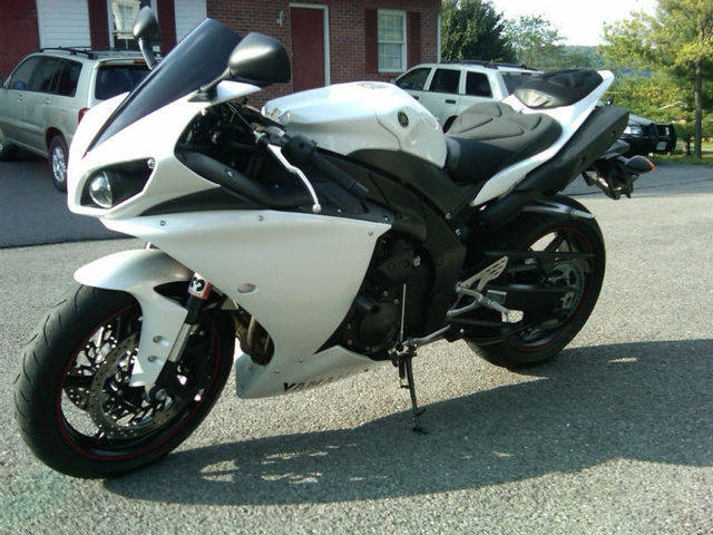 2010 yamaha yzf r1 for sale from lebanon virginia classifieds usa 860216 2010. Black Bedroom Furniture Sets. Home Design Ideas