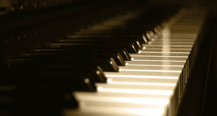 SERVICES: Learn to play the piano online