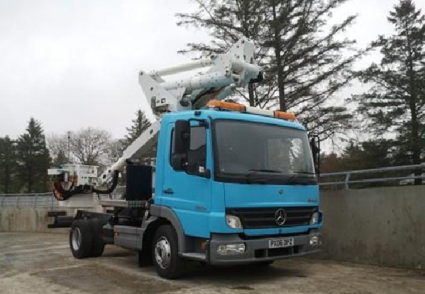 FOR SALE: 2011 merc atego1018 with insulated lift