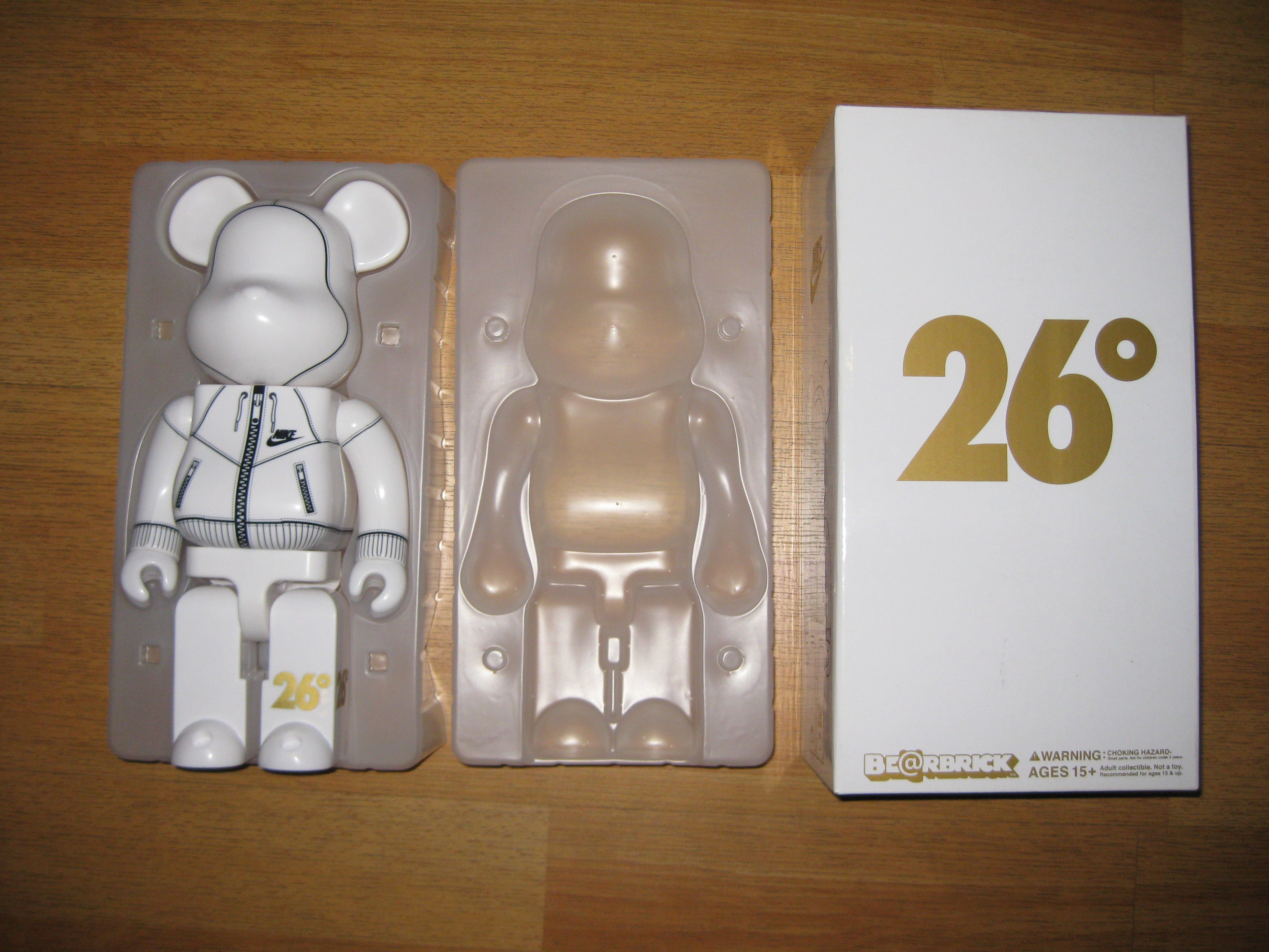 FOR SALE: BearBrick 400 percent Nike 26 Degrees - Limited