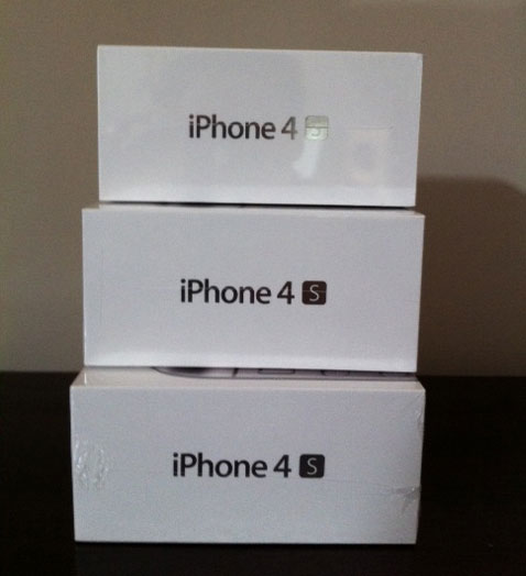 FOR SALE: Apple iPhone 4 S 16GB/32GB/64GB Phone (SIM Free)
