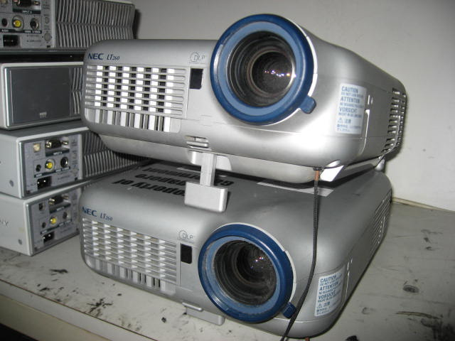 FOR SALE: SMALL & LIGHT LCD PROJECTOR