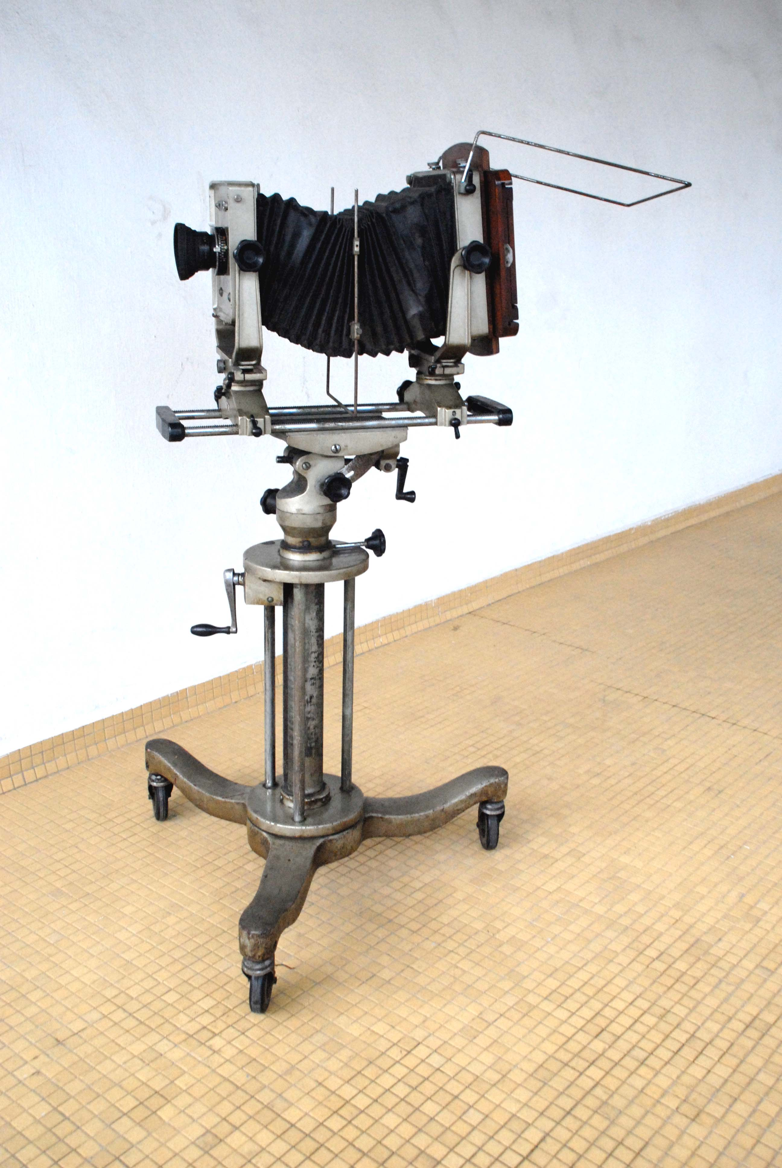 FOR SALE: *HURRY! Collectible Vintage Studio Camera for Sale.