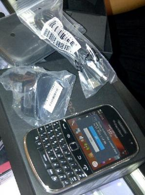 FOR SALE: BlackBerry Bold Touch 9900