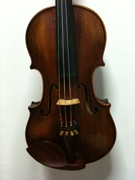 FOR SALE: Used Handcrafted Synwin SV6001 (4/4 size) Violin
