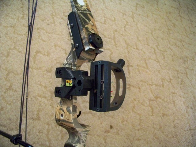 FOR SALE: 2010 HOYT BANSHEE LIMITED EDITION YOUTH BOW